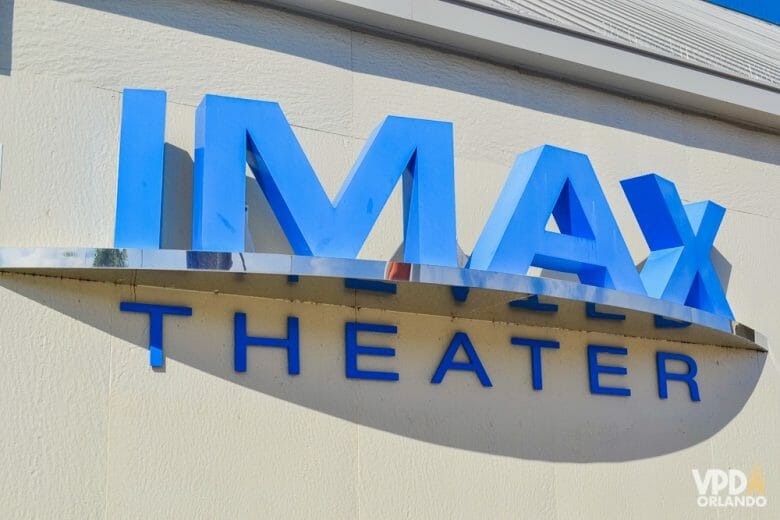 IMAX: cinema gigante no Kennedy Space Center. Foto da placa na entrada do IMAX Theater no Kennedy Space Center