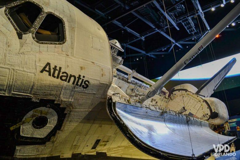Atlantis, visto nessa posição somente pelos astronautas no espaço. Foto da réplica do ônibus espacial Atlantis no Kennedy Space Center