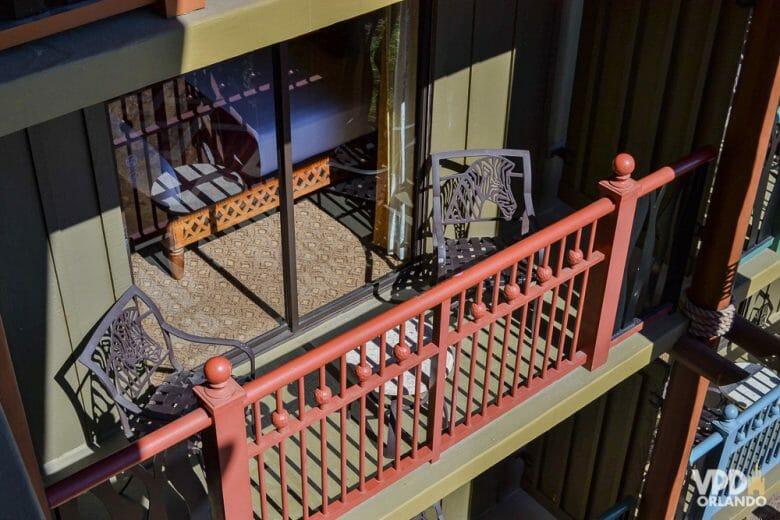 A varandinha dos quartos do Animal Kingdom Lodge é assim. Se você ficar descansando por ali, logo vai ver os animais passando
