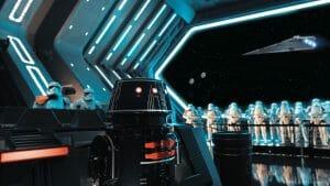 Foto do interior da atração de Star Wars, Rise of the Resistance. É possível ver muitos stormtroopers ao fundo e um droid preto à frente.
