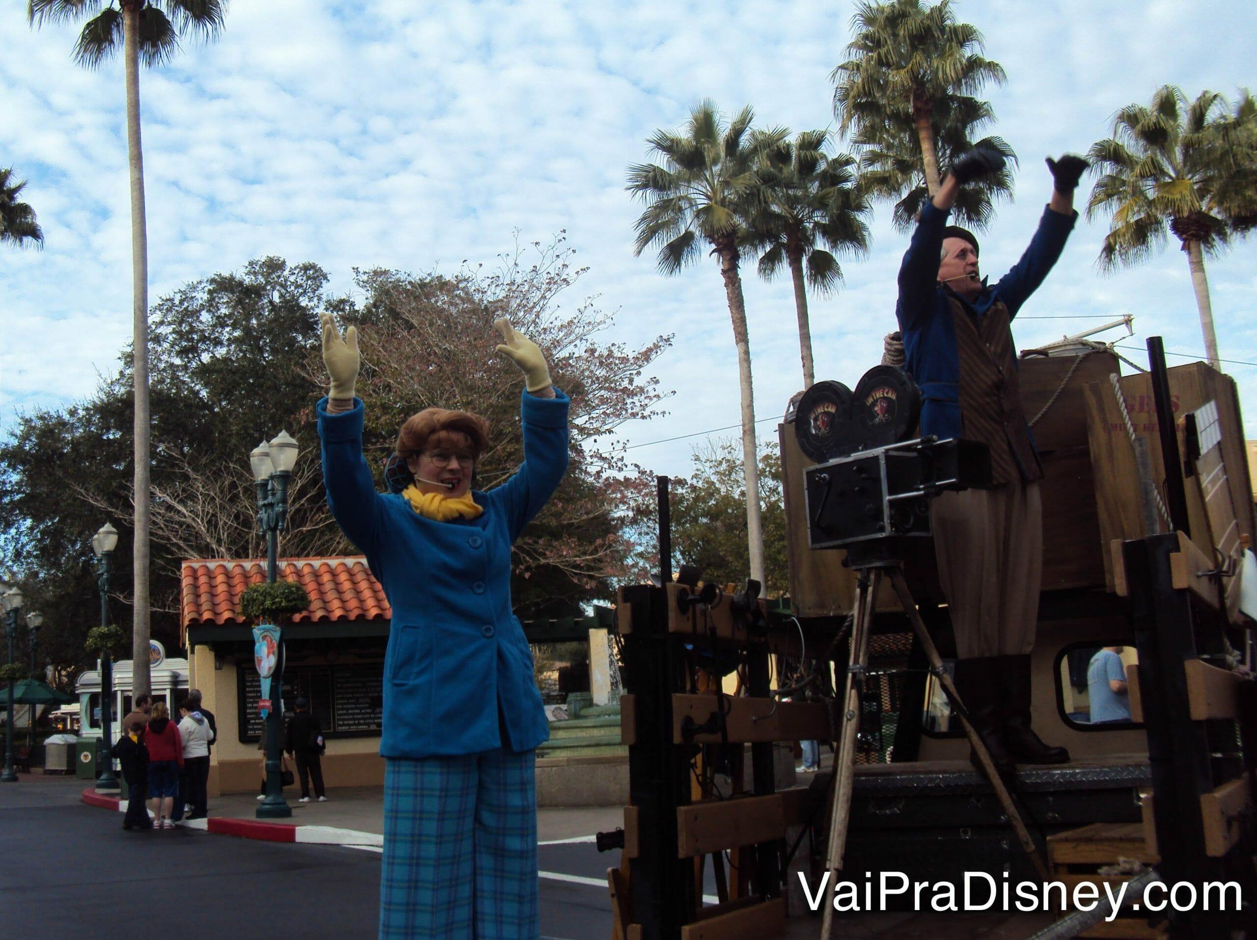 Foto dos Citizens of Hollywood, um dos shows da Disney de rua