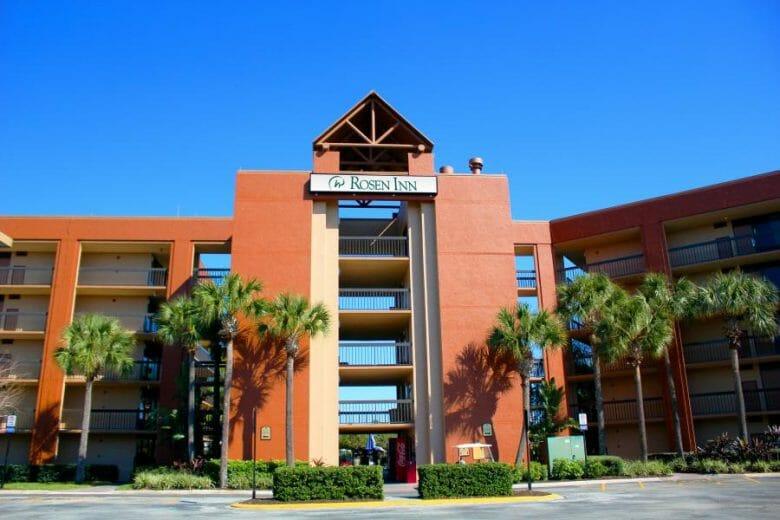 Fachada do Rosen Inn Lake Buena Vista, antigamente conhecido como Clarion Inn.