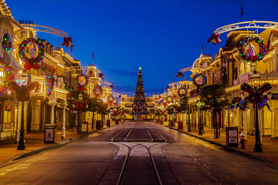Foto da Main Street decorada para Natal em 2020