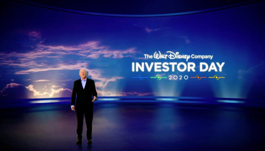 Bob Chapek no palco fazendo os anúncios de Disney+ no Investor Day 2020 da Walt Disney Company