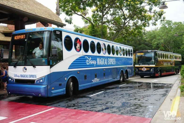Foto do ônibus da Disney - Fim do Magical Express, uma das mudanças anunciadas pela Disney.