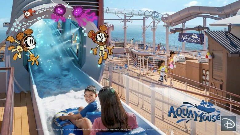 AquaMouse, o novo toboágua do navio, com crianças em uma boia e o navio mais ao fundo