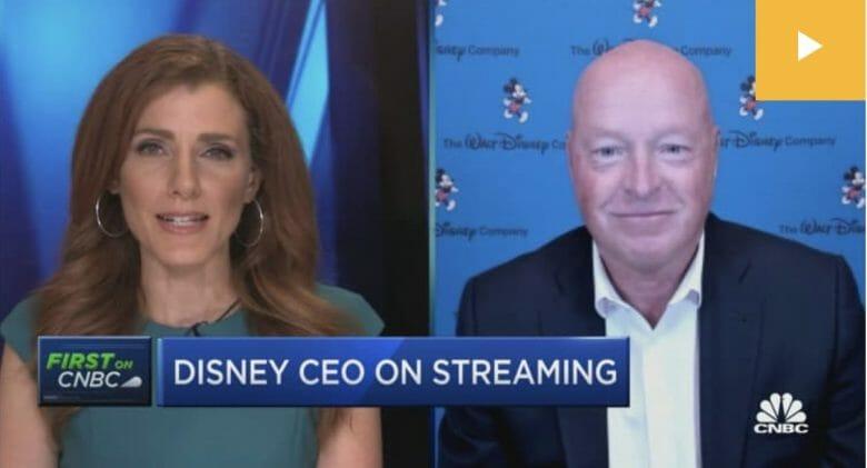 CEO da Disney, Bob Chapek, na tela da TV durante uma entrevista à CNBC