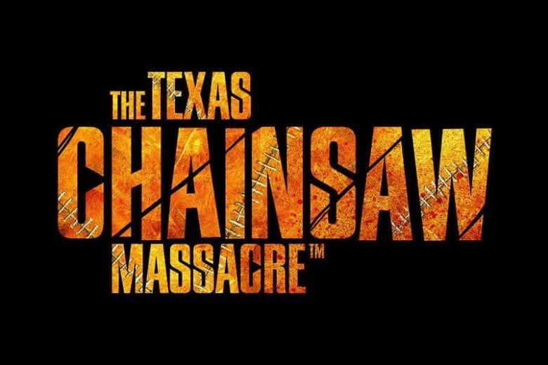 Pôster com fundo preto que traz o texto The Texas Chainsaw Massacre, casa do terror que vai fazer parte do Halloween da Universal.