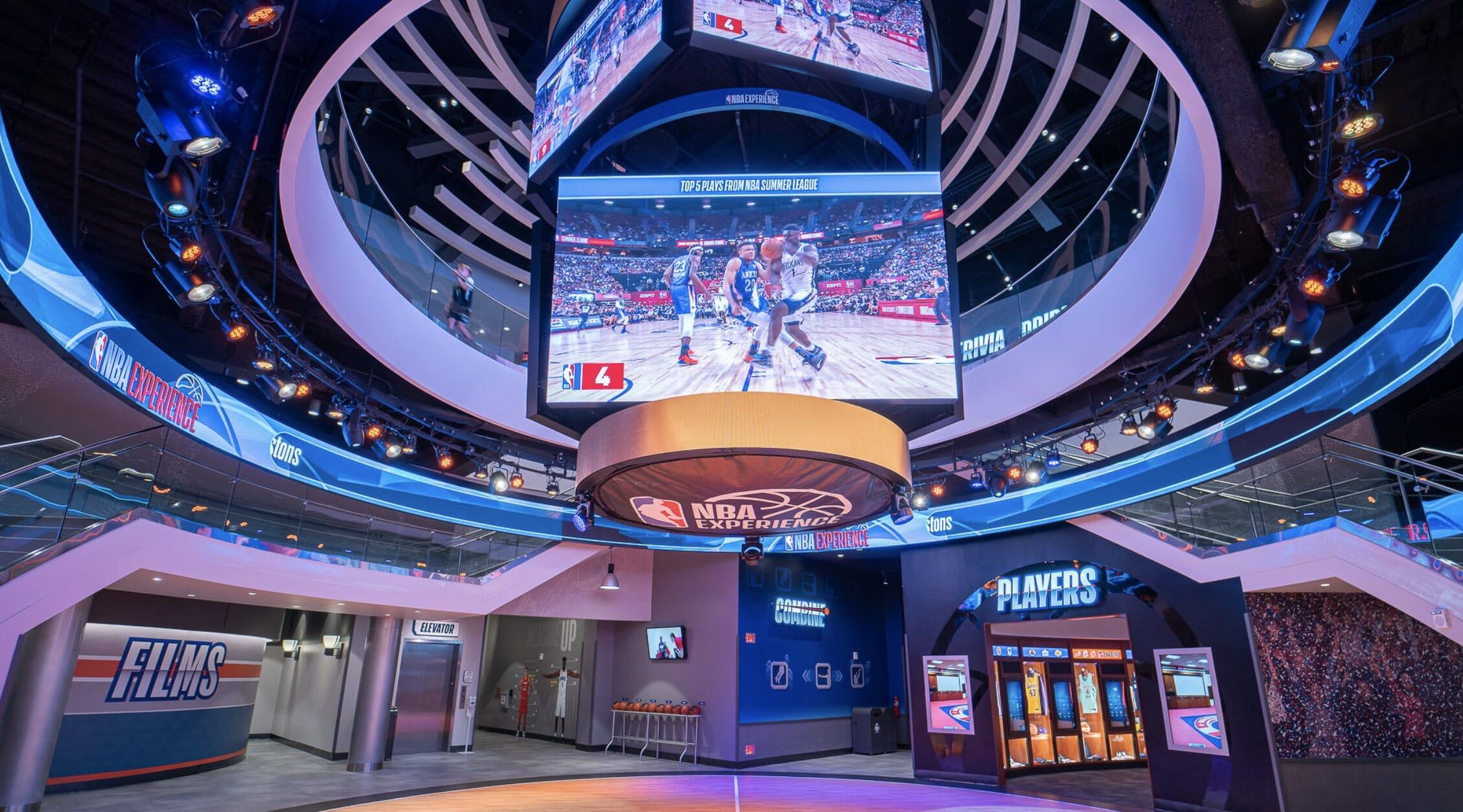 Imagem da NBA Experience no Disney Springs.